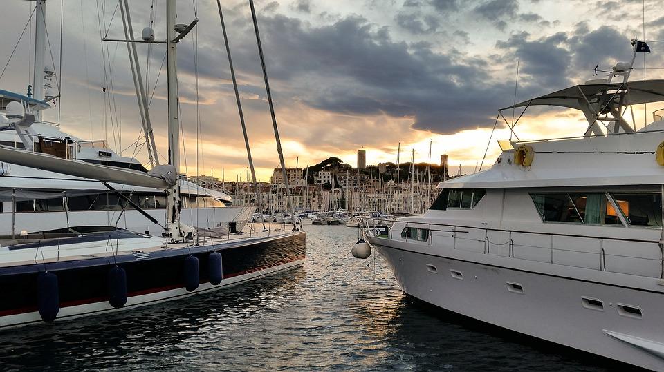 Cannes et ses yachts sur le port